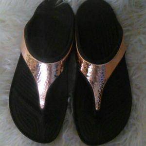 Croc rose gold 10 W Tong energizer othro sole